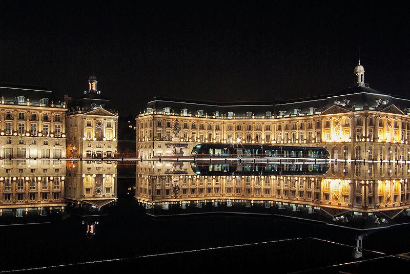 800px-Bordeaux_place_de_la_bourse_with_tram